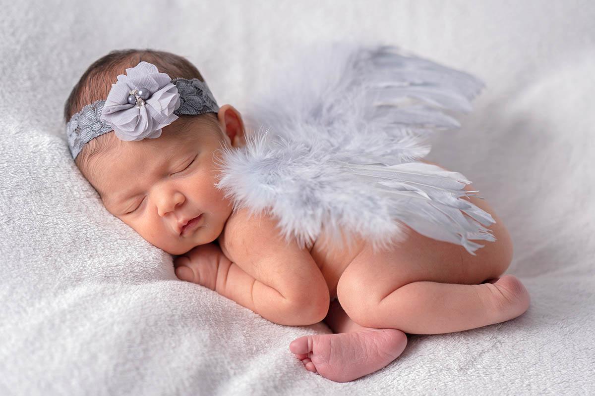 Newbornfoto-Flügel-Babyfotografin-mobil-exklusiv
